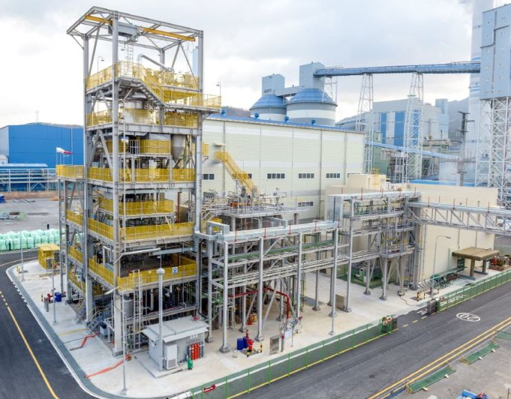 The LG Chem carbon nanotube manufacturing facility in Yeosu, South Jeolla Province. The Seoul-based chemical giant invested 25 billion won ($21.4 million) into the plant that can make 400 tons of the next-generation nano material annually. / Courtesy of LG Chem