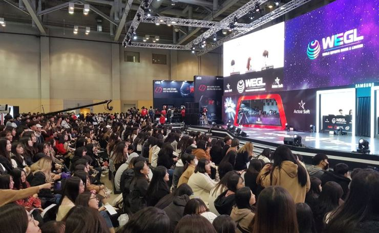 Female game fans crowd an Actoz Soft's World E-sports Games & Leagues event for online shooter 'Overwatch' during the G-Star 2017 game show in Busan, Thursday. / Korea Times photo by Yoon Sung-won