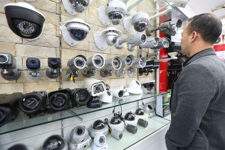 Security cameras, from 360-degree to flat lens types, on display at a store in Yongsan-gu, Seoul, Jan. 25, 2015. / Yonhap