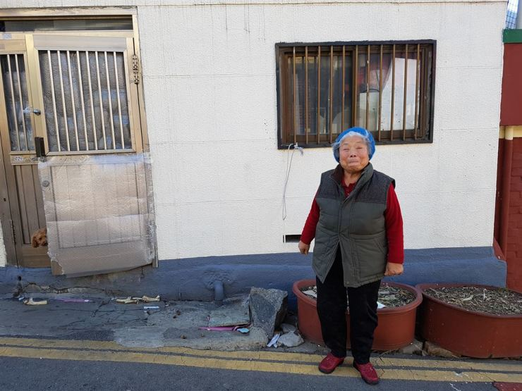 Cho Young-sook, 83, poses in front of her house in Dong-gu, Incheon, Tuesday, after an interview about donating 50 million won this October. / Korea Times photo by Kim Ji-soo