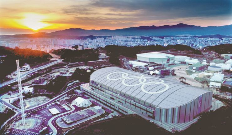 A bird's eye view of the Gangneung Ice Arena where figure skating and short track speed skating events will take place. / Korea Times file