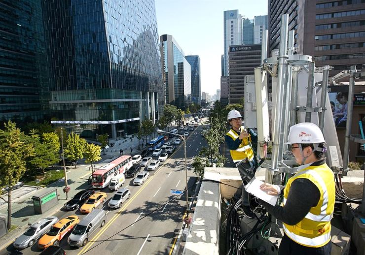 SK Telecom engineers test 5G base stations near the company's network testing site in downtown Seoul, Sunday.  / Courtesy of SK Telecom