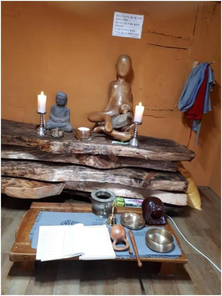 In Jigaiya's temple there is a wooden Buddha, which he carved himself, with no eyes, nose or mouth. The statue, made out of an old tree root, only has two ears. /Courtesy of Jigaiya
