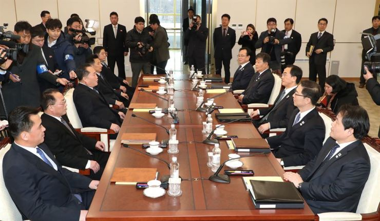 North Korea's chief delegate Ri Son-gwon, center on the left side, talks with the South's Unification Minister Cho Myoung-gyon, center on the right side. / Joint Press Corp