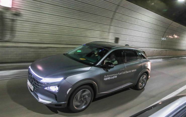 Hyundai Motor test-drives its autonomous fuel cell electric vehicle through a tunnel from Seoul to Pyeongchang. / Courtesy of Hyundai Motor