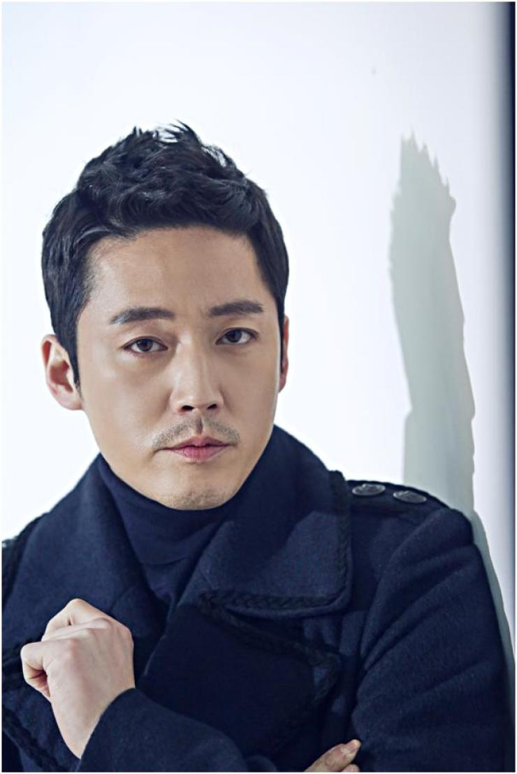 Actor Jang Hyuk, 41, starring in the recently finished MBC weekend drama 'Money Flower,' poses prior to an interview with The Korea Times at a cafe in southern Seoul, Friday. / Courtesy of Sidus HQ