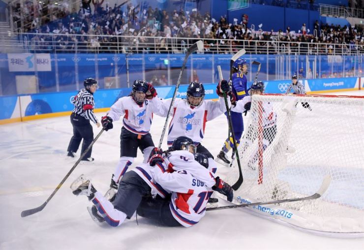 Women's ice hockey team members celebrate their second Olympic goal in the game against Sweden at Kwandong Ice Hockey Center, Tuesday. Forward Han Soo-jin scored the goal in the first period. / Yonhap