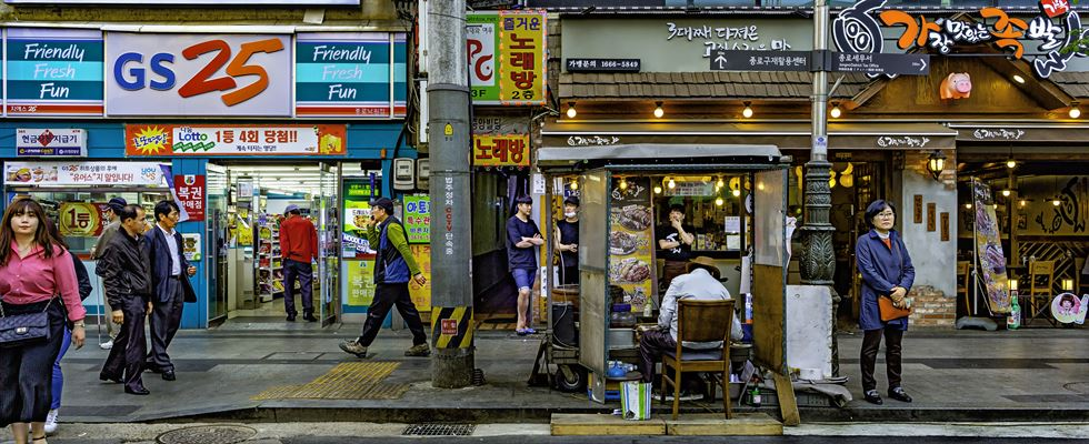 Northern Seoul. Photo by Tom Coyner, May 25, 2015.