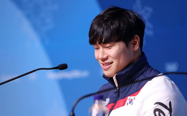 Olympic gold medalist Yun Sung-bin smiles during a news conference at the Main Press Center in PyeongChang, Wednesday. He won a gold medal in the men's skeleton race last Friday. / Yonhap