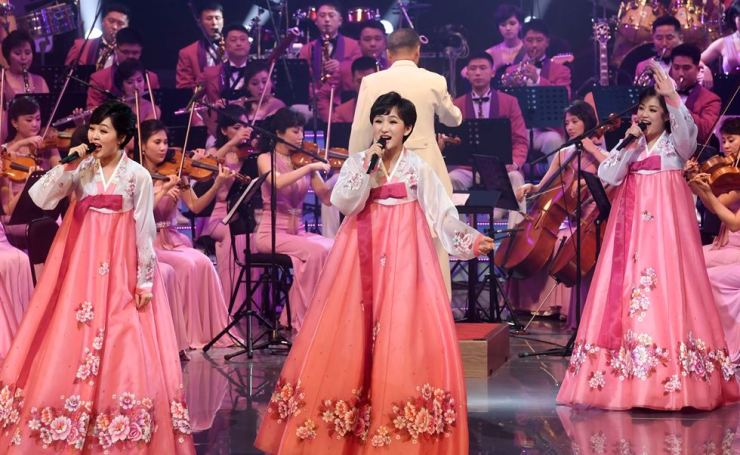 North Korea's Samjiyon Orchestra and singers stage their first performance at the Gangneung Arts Center, Gangwon Province, Thursday. / Joint Press Corps