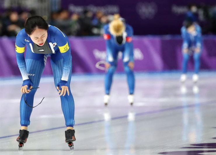 Three women's team pursuit racers of South Korea are seen in this photo taken at Gangneung Ice Arena on Monday. From front are Park Ji-woo, Kim Bo-reum and Noh Seon-yeong. / Yonhap