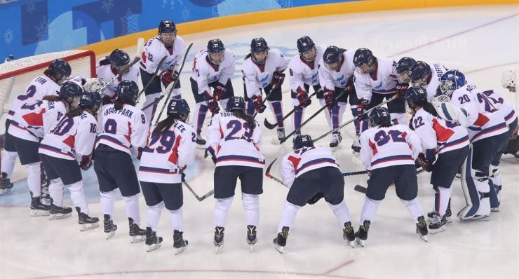 Korean hockey players gather on the ice at the Gwandong Ice Hockey Center in the eastern city of Gangneung, Sunday, ahead of a game against Switzerland in their first classification round. / Yonhap