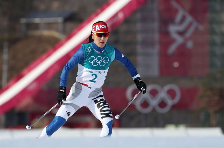 South Korea's Lee Chae-won races in the women's 10km free competition cross-country skiing at Alpensia Olympic Park Cross-Country Center in PyeongChang on Feb. 15. / Yonhap
