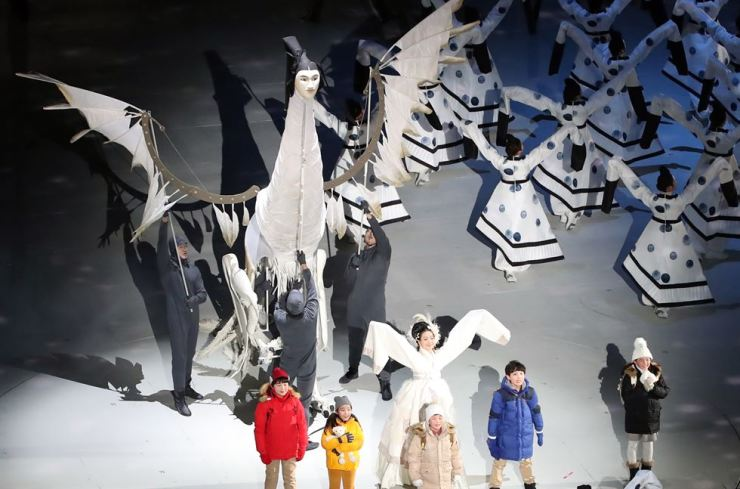 Performers carry 'Inmyeonjo,' a human-faced bird that appears in tomb paintings from Korea's ancient Kingdom of Goguryeo, during the opening ceremony of the PyeongChang Winter Olympic Games, Friday. / Yonhap