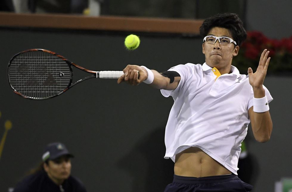 Federer defeats Chung Hyeon in Indian Wells quarter-final