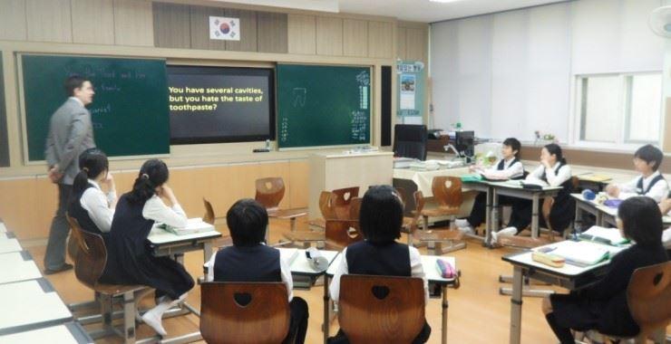 A native English teacher runs a class in Korea. / From Naver