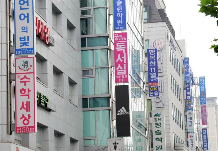 Numerous cram schools are concentrated in Gangnam, Seoul. Daechi-dong is one of Korea's traditional education hubs. The Korea Times file photo