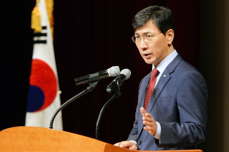 Hypocrisy! South Chungcheong Governor An Hee-jung faces accusations of raping his secretary repeatedly after promoting #MeToo movement to fight sexual predators. / Korea Times