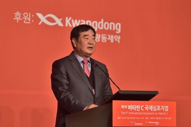 Kwangdong Pharmaceutical President Kim Hyun-sig delivers a congratulatory speech during an opening event at the 6th International Symposium on Vitamin C at The Plaza Hotel Seoul, Tuesday. / Courtesy of Kwangdong Pharmaceutical
