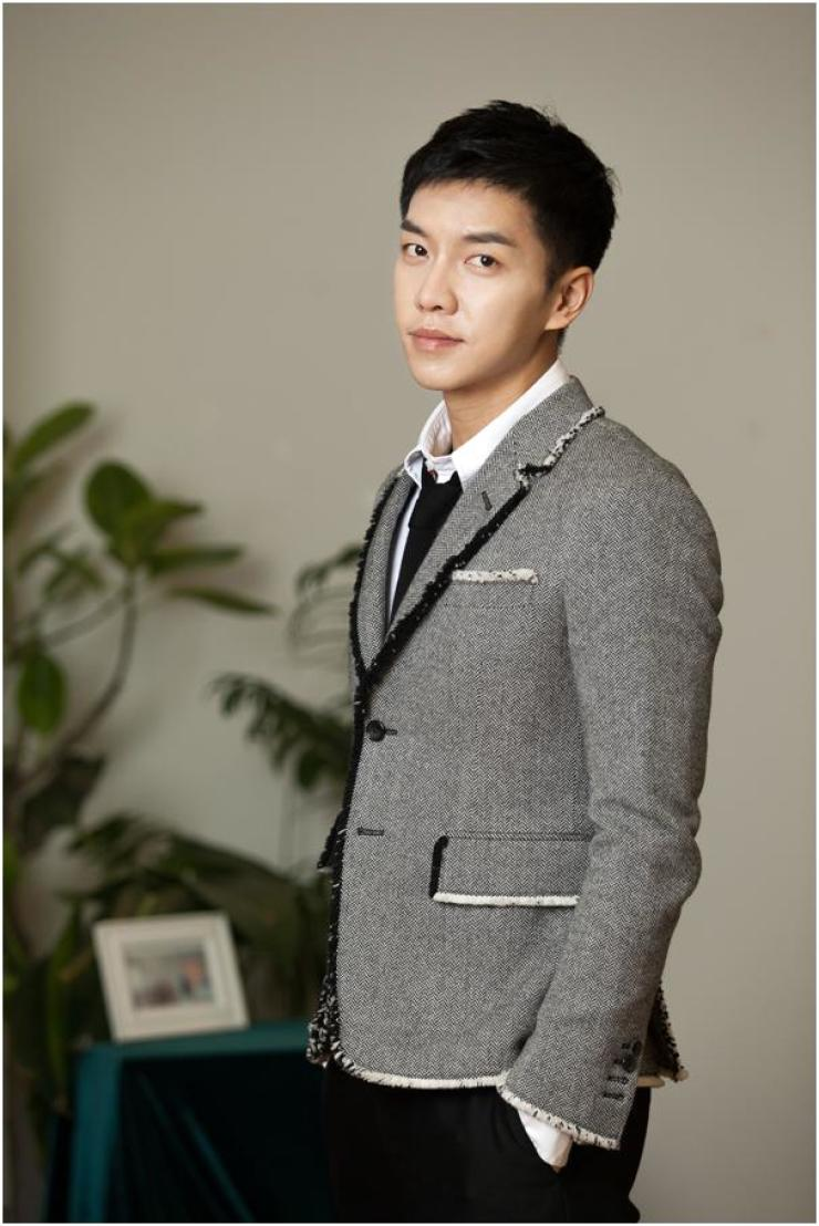 Actor Lee Seung-gi poses prior to an interview with The Korea Times at a Seoul cafe, Thursday. / Courtesy of CJ E&M