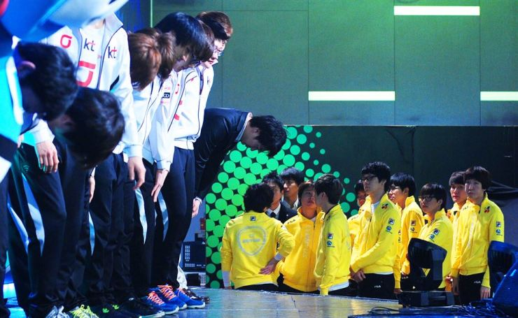 At a Starcraft Proleague match at e-Sports stadium in Yongsan, Seoul, March 2012, professional players from CJ Group (yellow) leave the stage after losing to KT. / Korea Times file