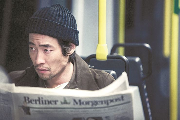 This scene from the 2012 film 'The Berlin File' shows actor Ryoo Seung-bum playing a North Korean assassin who went to Berlin on a mission to kill a North Korean couple living in the German capital. / Korea Times file