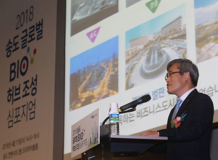 Incheon Free Economic Zone (IFEZ) Commissioner Kim Jin-yong speaks at the Global Bio Hub Symposium held at the Songdo Convensia in Incheon, April 11. / Courtesy of the IFEZ Authority
