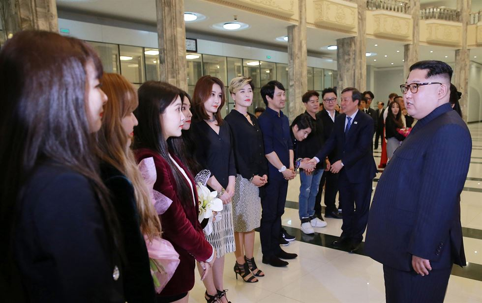 North Korea's leader Kim Jong-un and his wife Ri Sol-ju are surrounded by South Korean musicians after their joint concert at the East Pyongyang Grand Theater, Sunday. / Joint Press Corps