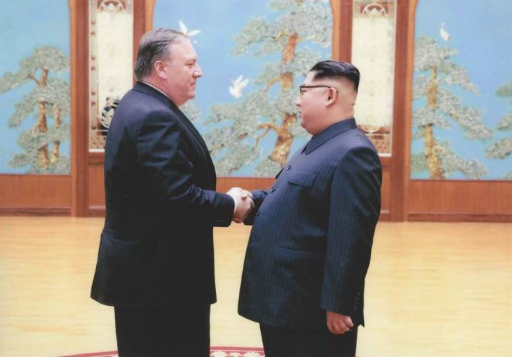 North Korean leader Kim Jong-un shakes hands with the former CIA director, now U.S. Secretary of State, Mike Pompeo in Pyongyang over the 2018 Easter weekend. / AFP-Yonhap