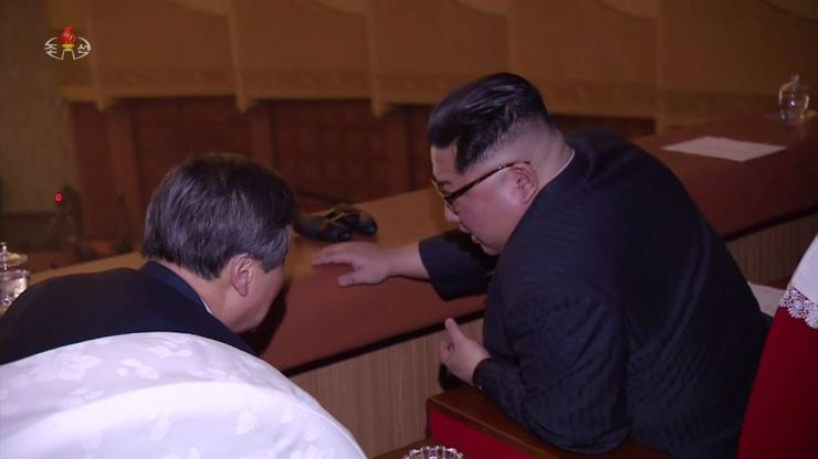 North Korean leader Kim Jong-un, right, speaks to Do Jong-hwan, minister of culture, tourism and sports, during South Korean musicians' recent gig in Pyongyang. Do led the delegation. / Yonhap
