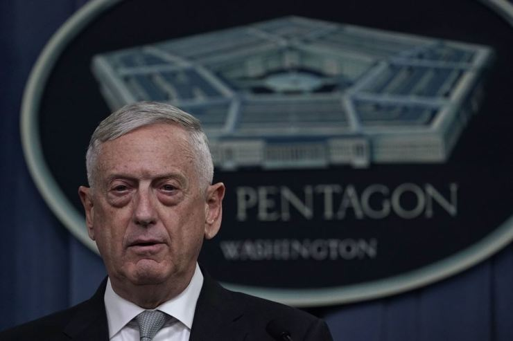 U.S. Defense Secretary Jim Mattis briefs members of the media on Syria at the Pentagon April 13 in Arlington, Virginia. President Donald Trump has ordered a joint force strike on Syria with Britain and France over the recent suspected chemical attack by Syrian President Bashar al-Assad. / AFP-Yonhap