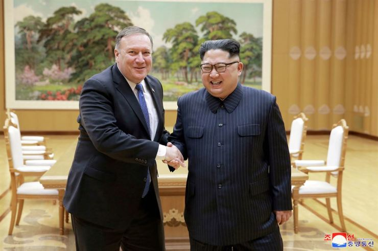 North Korean leader Kim Jong Un shakes hands with U.S. Secretary of State Mike Pompeo in this May 9, 2018 photo released on May 10, 2018 by North Korea's Korean Central News Agency (KCNA) in Pyongyang. / REUTERS