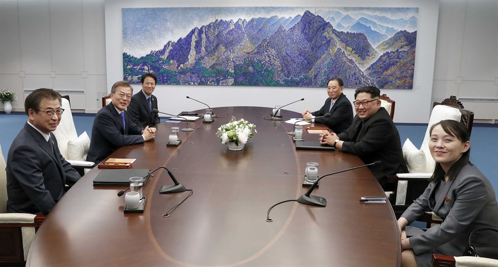 North Korean leader Kim Jong-un looks tired and nervous during his second meeting with President Moon Jae-in at the Panmunjeom truce village on Saturday. /Korea Times