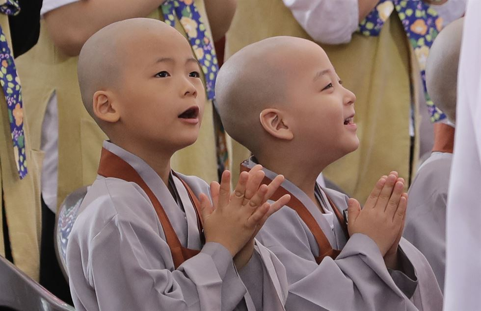 Buddhists from across the country pray during a service to celebrate Buddha's birthday at the Jogye temple in Seoul on Tuesday. / AP