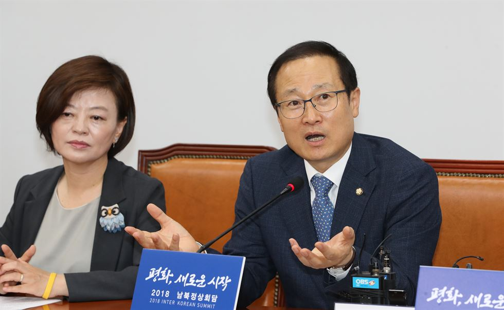 The Ruling Democratic Party Of Korea (DPK) Floor Leader Hong Young Pyo,  Right, Speaks During A Press Conference Held At The National Assembly,  Sunday.