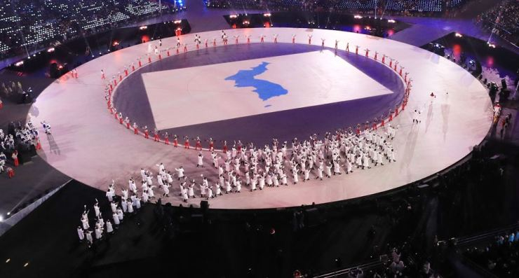 South and North Korean athletes enter together at the opening ceremony of the 2018 PyeongChang Winter Olympics, in the Olympic stadium, Pyeongchang, Feb. 9. The two Koreas formed a joint women's ice hockey team, bringing strong criticism among the young generation. / Yonhap