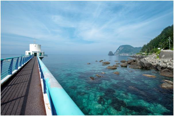 Tourists take in the scenery of the island at the Naesujeon Sunrise Observatory in Ulleung-eup. / Courtesy of Ulleung-gun