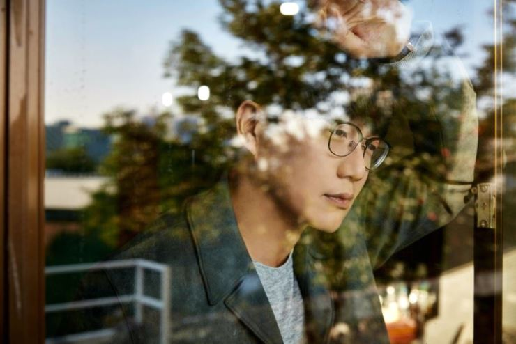 Sung Si-kyung will release a new digital single on May 25. / Courtesy of HNS HQ