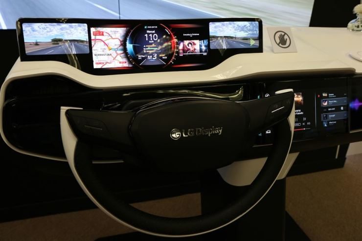 Seen is LG Display's OLED display panel for a car at this year's Consumer Electric Show in Las Vegas. / Courtesy of LG Display