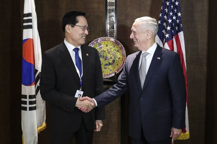 U.S. Defense Secretary Jim Mattis, right, shakes hands with South Korea's National Defense Minister Song Young-moo before their bilateral meeting at the 17th International Institute for Strategic Studies (IISS) Shangri-la Dialogue, an annual defense and security forum in Asia, in Singapore, Saturday, June 2, in Singapore. / AP-Yonhap