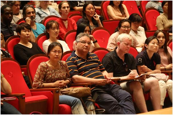 Ven. Pomnyun speaks during 'A Casual Conversation with a Zen Master,' his first Dharma talk session with foreign residents of Korea, at the Memorial Hall of Korean Buddhist History and Culture in Jogye Temple in Jongno-gu, downtown Seoul, last Friday. / Courtesy of Jungto Society