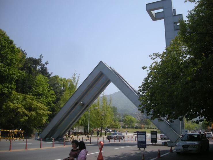 Seoul National University's main gate. / Korea Times file