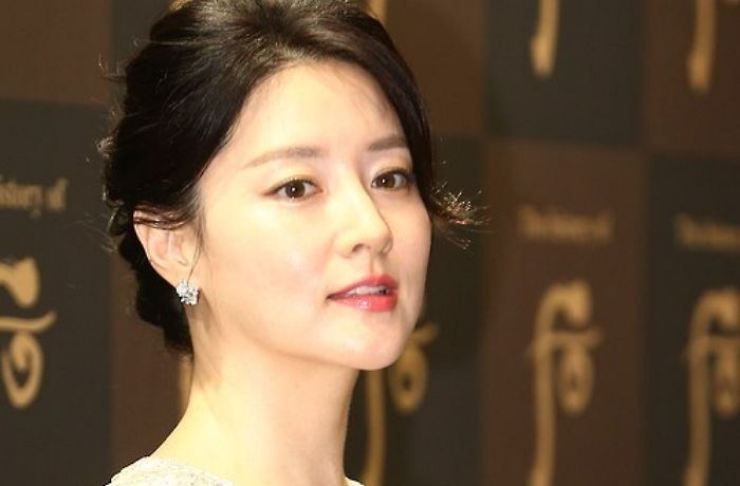 Actress Lee Young-ae has reportedly met Iranian director Ghorban Mohammadpour. Yonhap