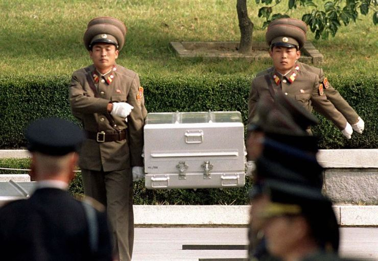 North Korean soldiers carry a coffin believed to contain the remains of a U.S. soldier to the border with South Korea during repatriation ceremonies at the truce village of Panmunjom, South Korea, October 9, 1998. REUTERS-Yonhap