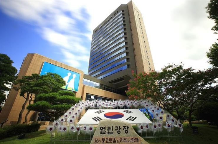 DGB Daegu Bank headquarters in Daegu. / Korea Times file