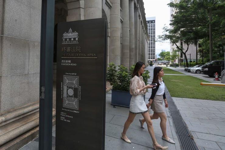 Pedestrians walk outside the Court of Final Appeal in Hong Kong on July 4. A British lesbian won the right to live and work in Hong Kong with her partner in a landmark decision on July 4 by the top court in the city, where same-sex unions are not recognised. AFP-Yonhap