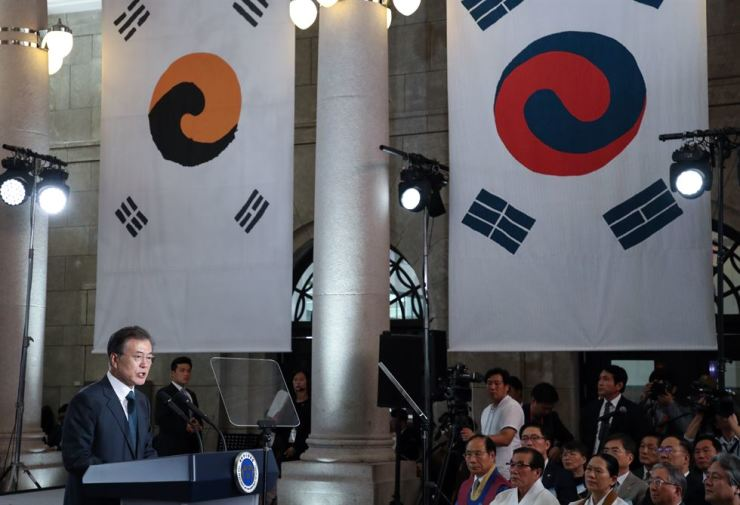 President Moon Jae-in speaks at Culture Station Seoul 284, Tuesday, during a launch ceremony of a presidential committee to prepare for events to commemorate the 100th anniversary of the March 1 Independence Movement and the establishment of Korea's provisional government in 1919 during the Japanese occupation. / Yonhap