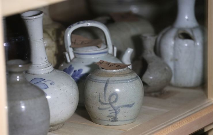 Porcelain stored at the Store No. 3 among the 19 storage spaces at the National Museum of Korea / Yonhap