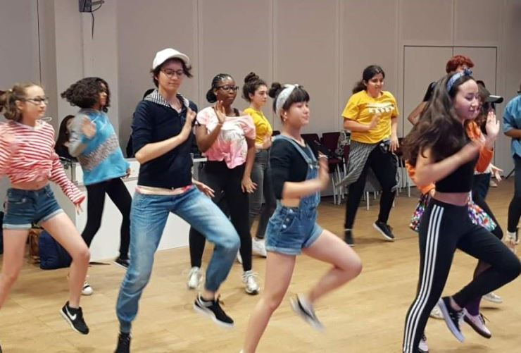Fans work on dance techniques during a K-pop academy class at the Korean cultural center in Belgium. / Yonhap
