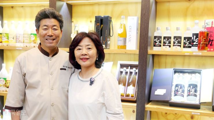 Kyeong Ki-ho, left, co-CEO of Sejong Brewing, poses with his wife Lee Seung-ae at their brewery in Cheongju, North Chungcheong Province. / Korea Times photo by Kim Tae-heon